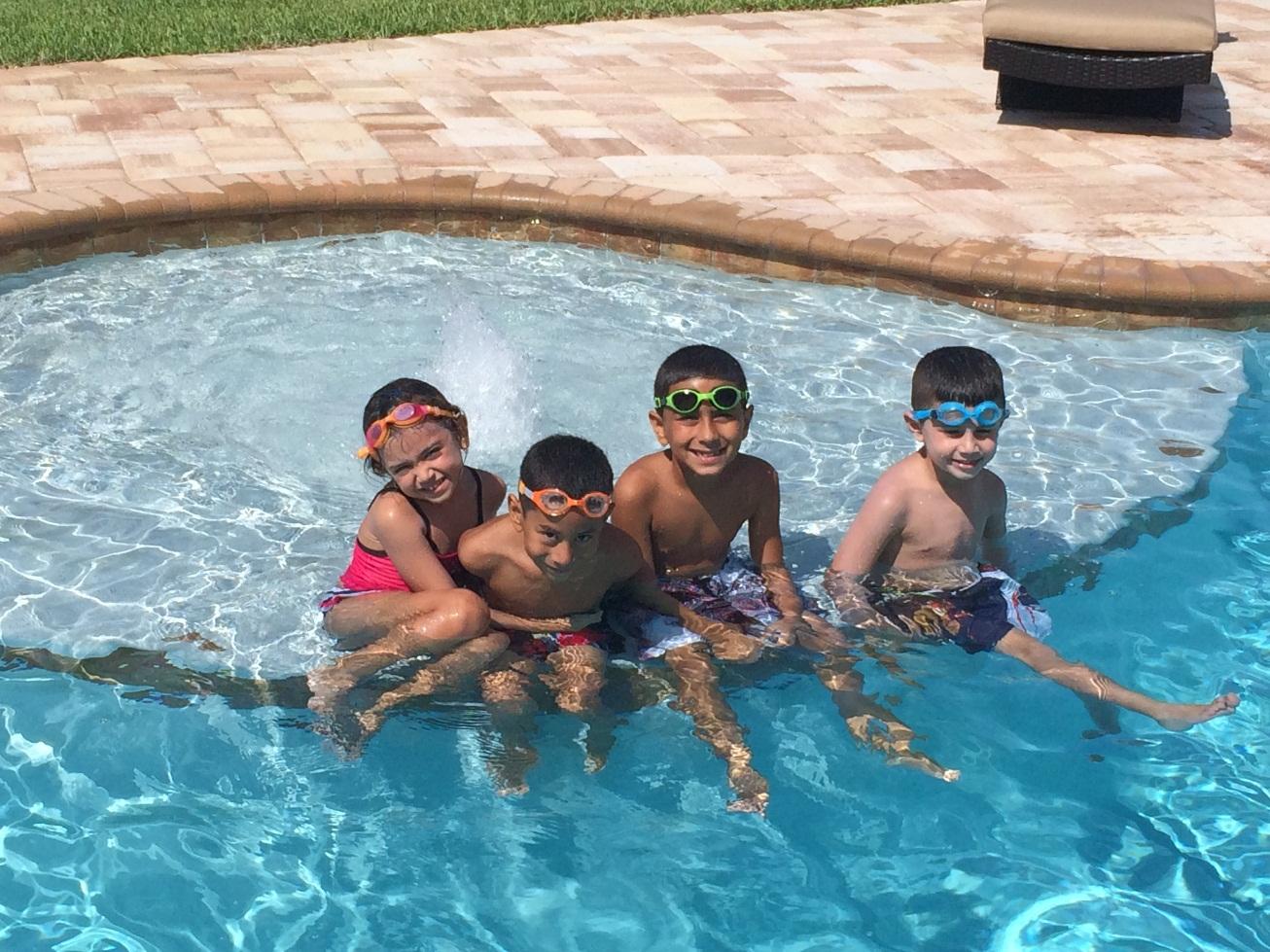Pool sunledge bubbler pool builders inc pool builders inc for Pool builders